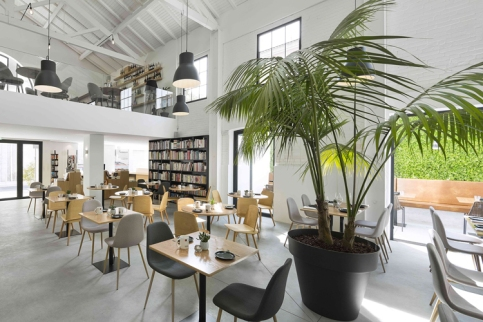 theatro-bookstore-restaurant-portugal-3