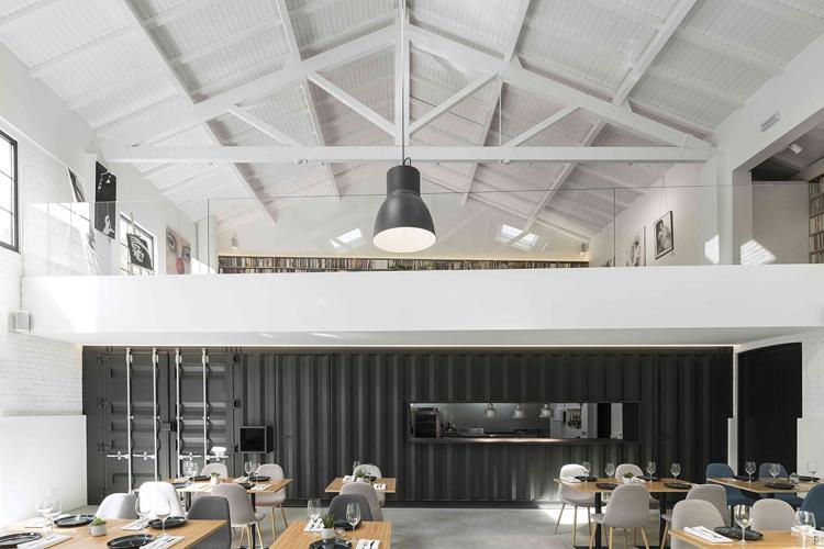 theatro-bookstore-restaurant-portugal-5