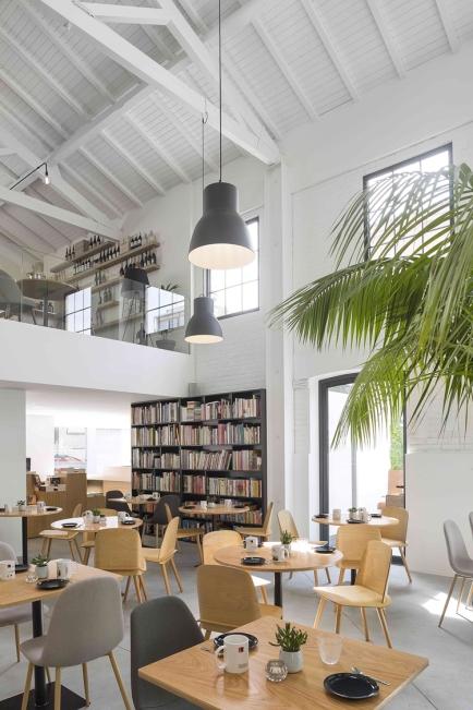 theatro-bookstore-restaurant-portugal-7